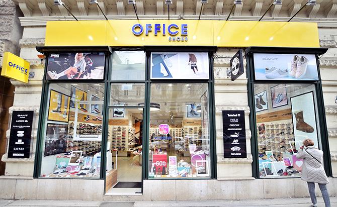 Auchan Budaors Sport utca 2-4. Az impozáns környezetben található Office  Shoes ... bdd2e56f77