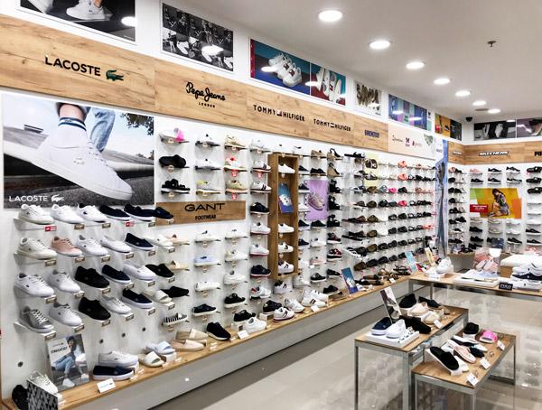 55738758f366 Az Office Shoes üzletben egy helyen megtalálhatod a legnagyobb világmárkák  legtrendibb casual cipőit, túracipőit, csizmáit, magassarkúit, papucsait,  ...