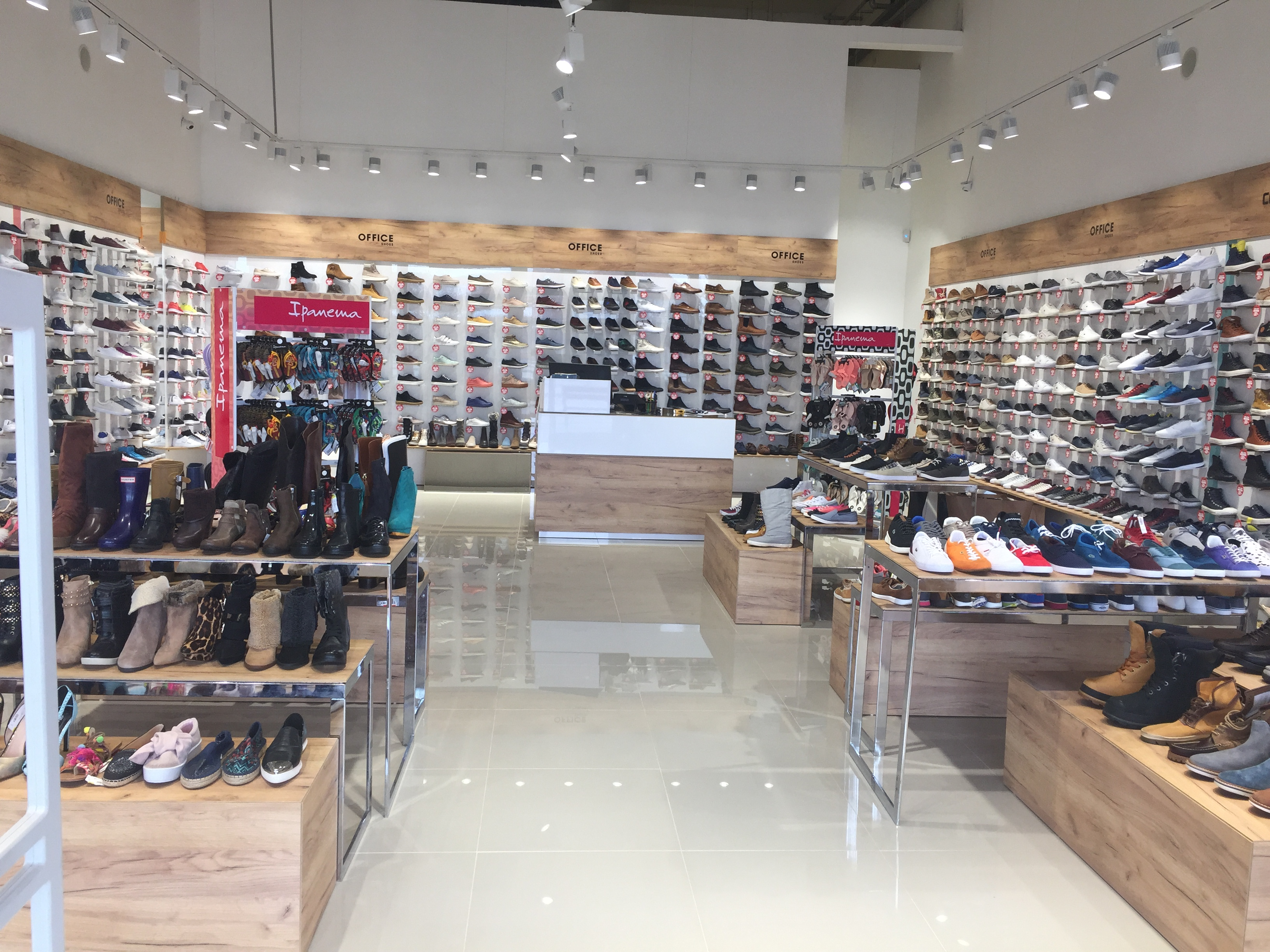 46656a812b57 Az Office Shoes üzletünkben megtalálhatóak a legdivatosabb és  legkényelmesebb cipők, papucsok, szandálok, tornacipők és alkami modellek  egész évben 30-90% ...